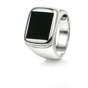 Fred Bennett Black agate signet ring with rope engraved effect